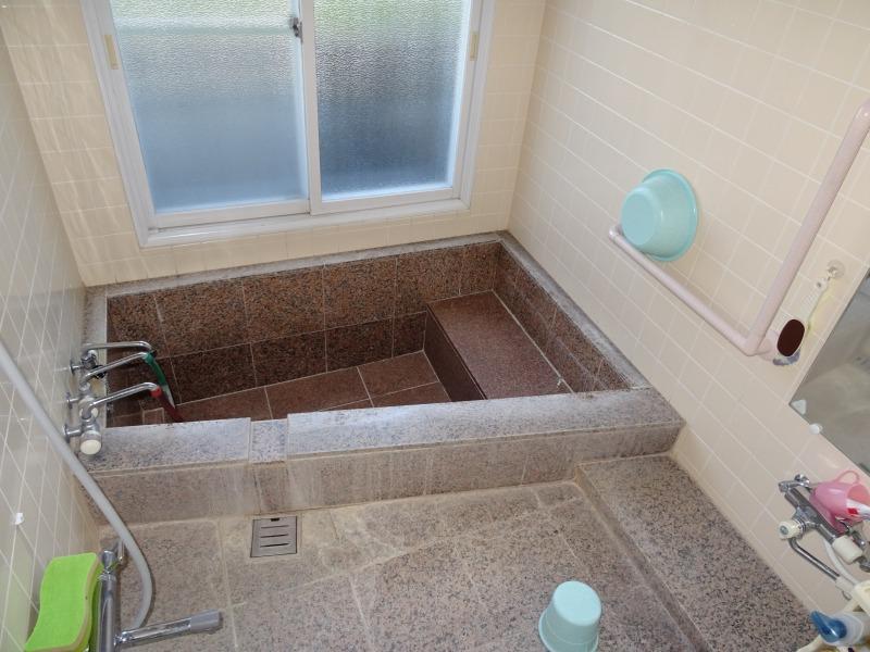 温泉の浴室、