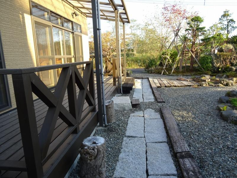 囲炉裏付き休憩所のテラス