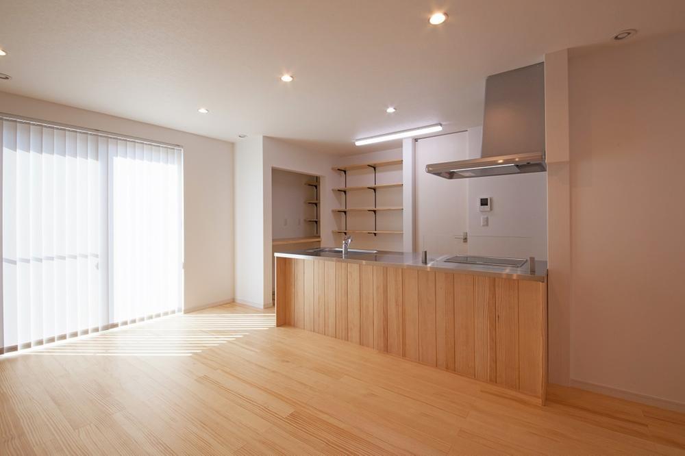 開放的なLDKはキッチンから全てが見渡せ、家事をしながらお子様の動きも見守れます。