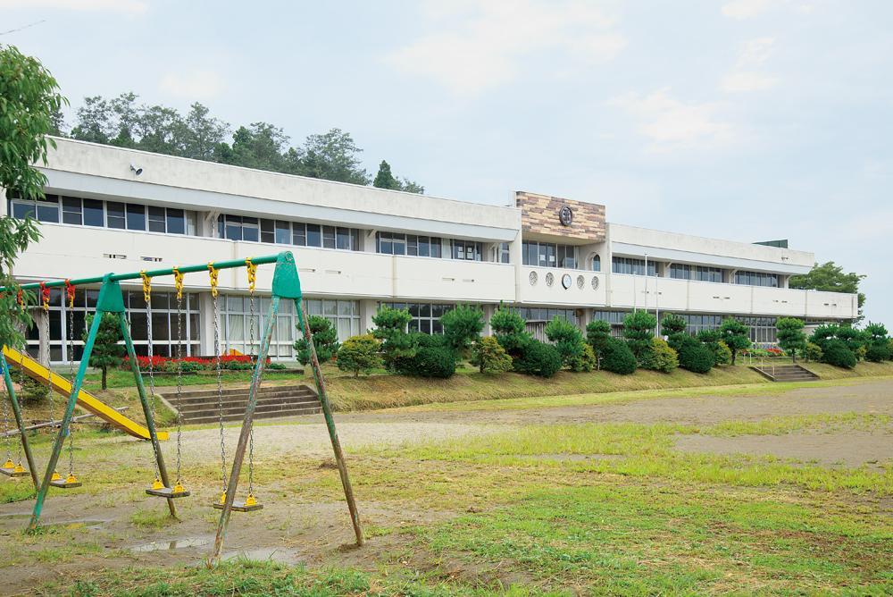 子供たちが通う美里町立不動堂小学校(約1.4キロ・徒歩18分)