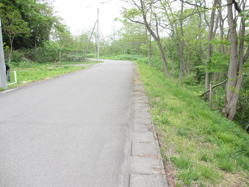 バス路線までは約800mです。