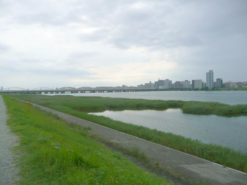 淀川河川敷まで約30m/徒歩1分
