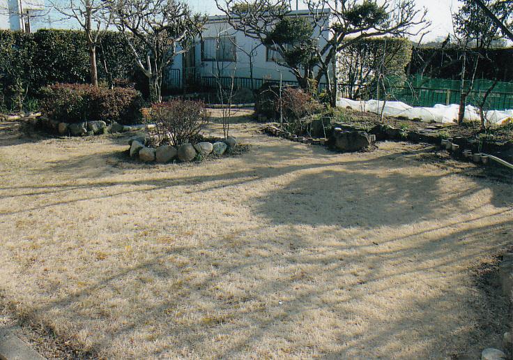 南側の広い庭