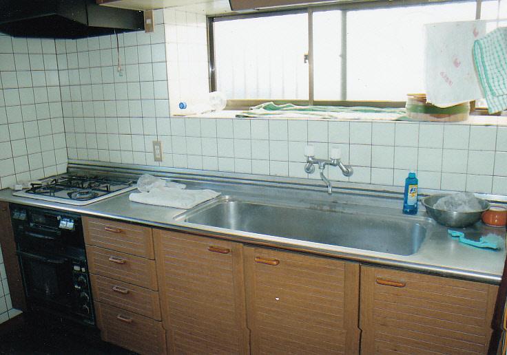落ち着いたデザインのキッチン