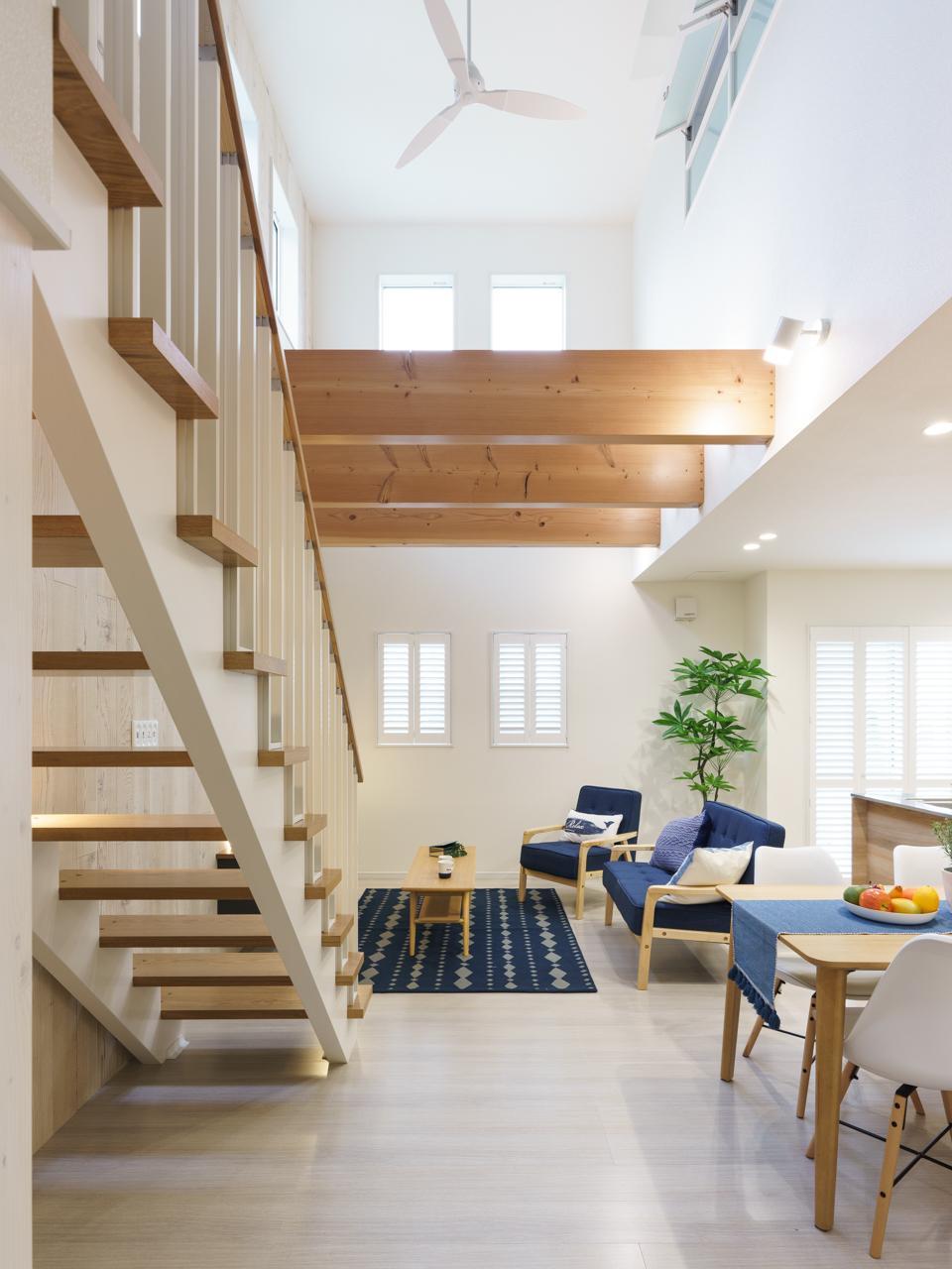 モデルハウス<BR>◆リビング階段もインテリアの一部として採用するおしゃれ上級者の技がちらり。階段下のスペースも有効に活用することができます。