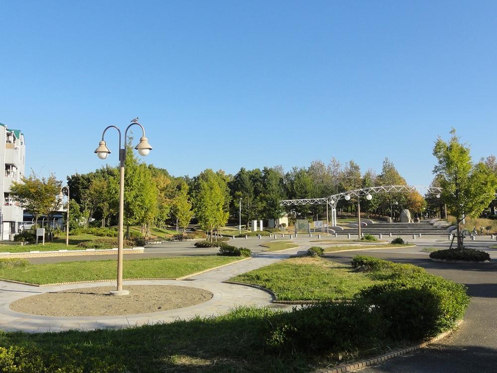 鶴見緑地公園…270m 徒歩約4分