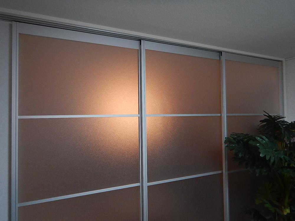 室内(2016年5月)撮影<BR>1階の洋室は半透明のドアで仕切りが可能です。