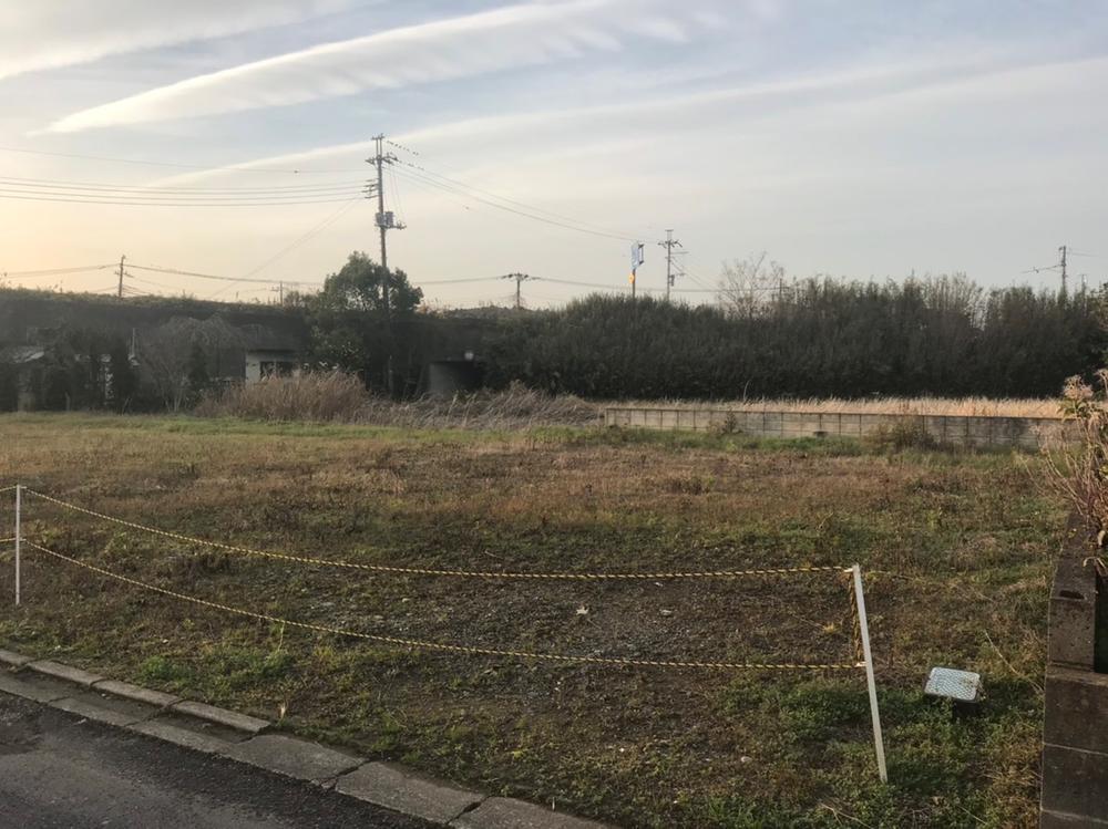 現地(2018年12月)撮影<BR>南東側の道路に面した陽当たりの良い区画です。<BR>建築条件なし!<BR>お好きなハウスメーカーで建築できます。