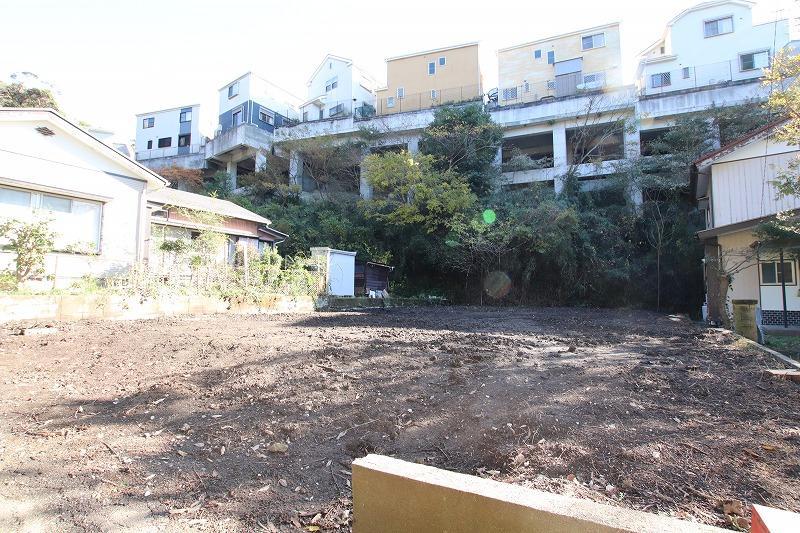 広々した敷地と陽当たりの良さ!JR逗子駅まで歩くと22分くらいです。