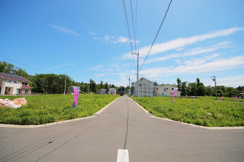現地(2020年5月)撮影<BR>全91区画のビックコミュニティー<BR>土地49.91坪~67.93坪の敷地、前面道路も6mで開放感のある分譲地
