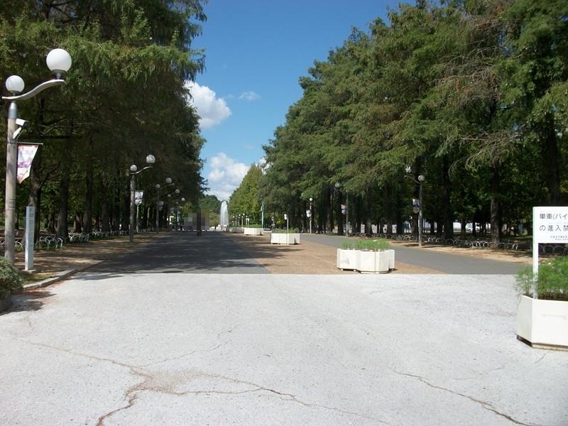 鶴見緑地公園まで約200m/徒歩3分