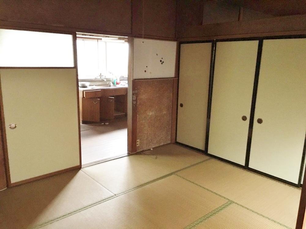 1階和室です。キッチンと隣接しているため、LDKとして間取変更を考えてみても使用しやすいと思います。