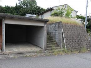 車1台分の車庫あり。