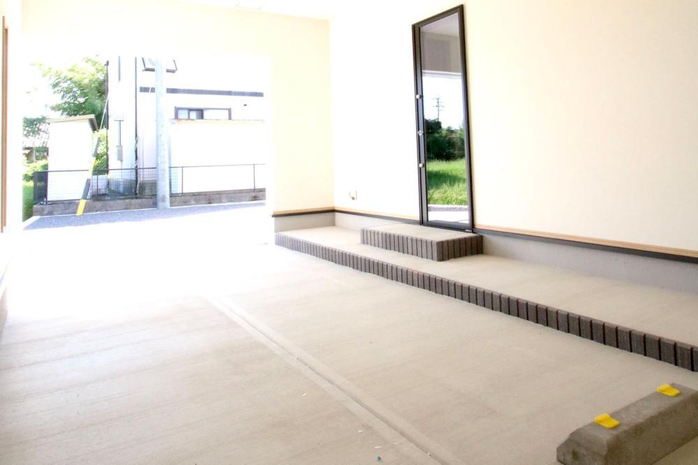 ビルトインガレージ&ルーフバルコニー付き!広々とした敷地を存分に活かした街区計画。
