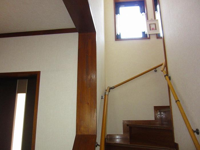 階段に手摺り有