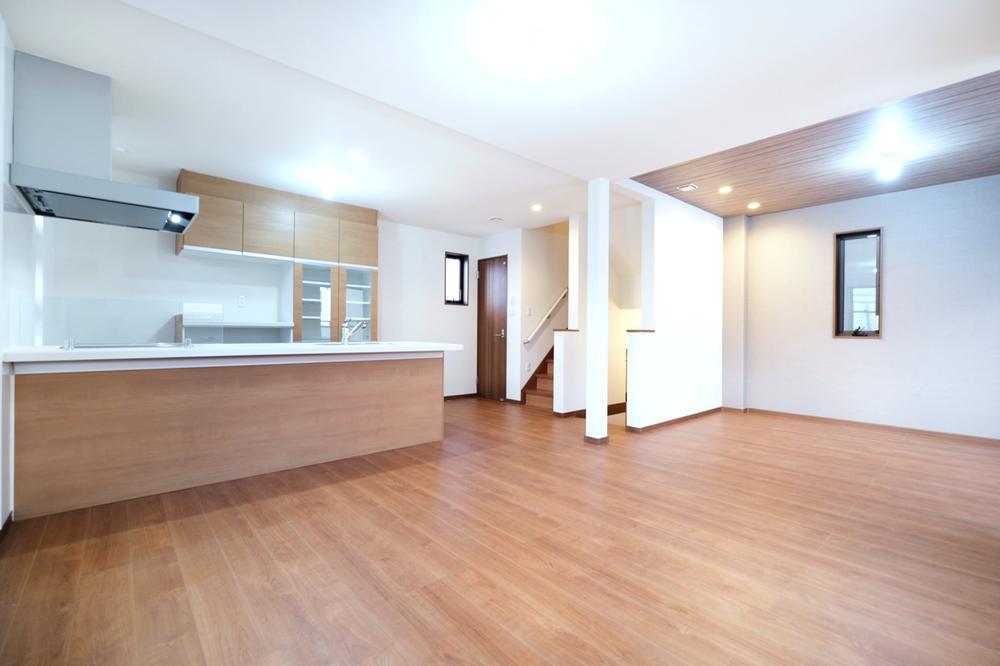 【A号地】ブラウンカラーで落ち付いた印象のそれぞれの居室。家族みんなが使いやすい収納も充実しています。