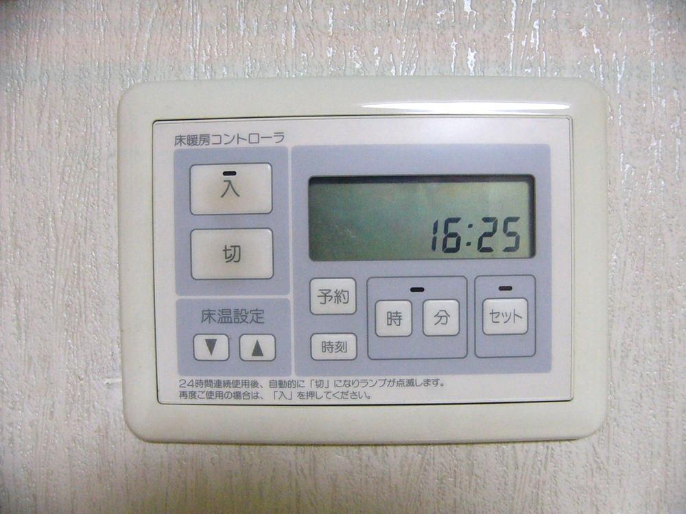 床暖房のリモコン