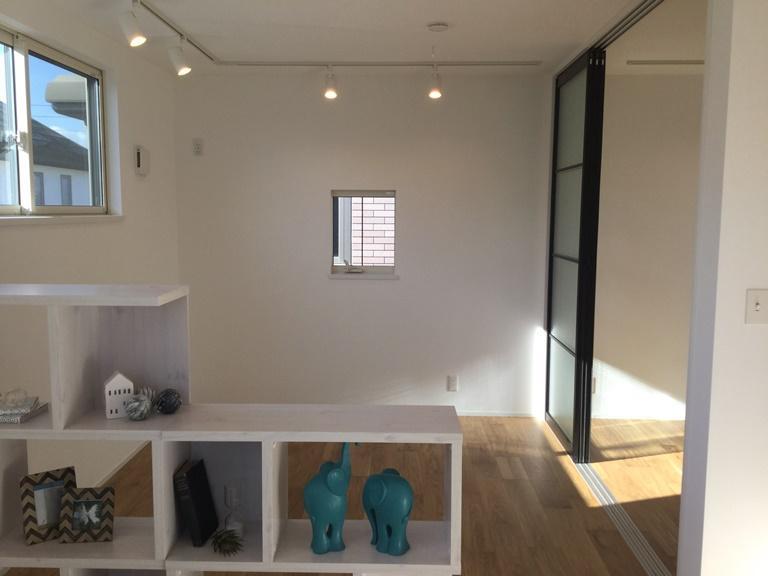 【2階】壁で仕切るという考えかたをやめ、暮らしに合せて空間を自由にコントロール