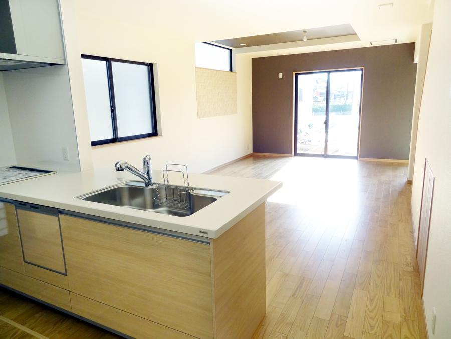 対面式のオープンキッチンで開放感溢れるLDK。(7号地)
