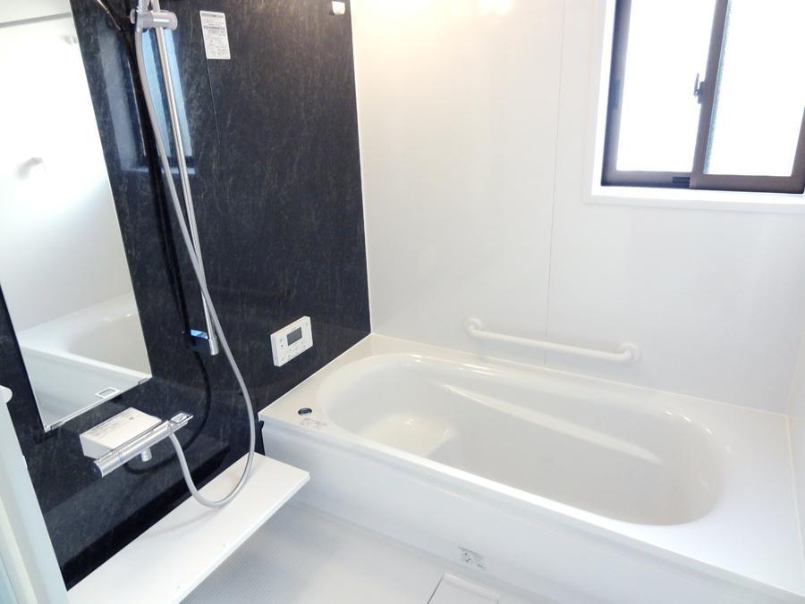 エコベンチ浴槽を採用した浴室。先進の設備を取り揃えた1日の疲れを癒す大切な空間です。(9号地)