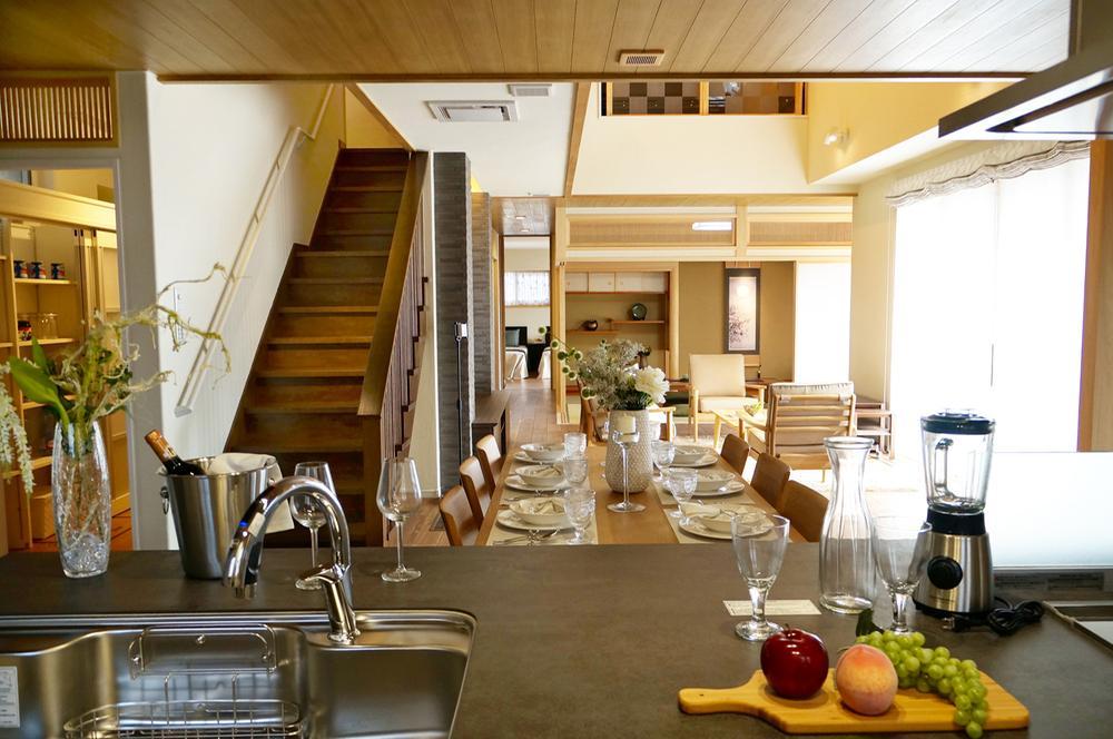 橋本不動産 住宅展示場(大津市)<BR><BR>耐震等級3(最高等級)+制震装置MIRAIE装備で地震に強い。<BR>高気密高断熱の、家族が健康に過ごせる家。
