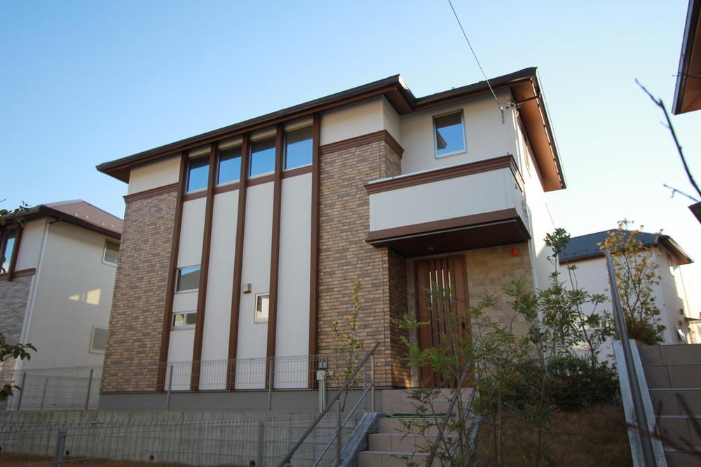 ◆26号棟◆<BR>敷地面積284.09m<sup>2</sup>の大きな立地に建つ、4LDK+WIC+マルチルームの家。リビングスルー階段で家族の笑顔が行き交います。