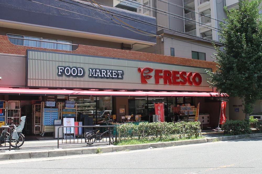 フレスコ服部緑地店まで1160m 緑地公園駅前に、便利なフレスコがあります。駅からお仕事、お出かけの帰路でお買い物ができます。