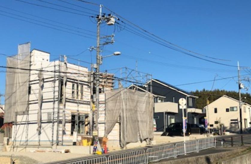 現地(2018年11月)撮影<BR>2×4(ツーバイフォー)工法で建築中の木造2階建