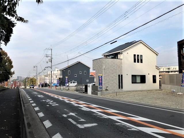 現地(2018年11月)撮影<BR>服部緑地公園前の完成物件と現地土地。