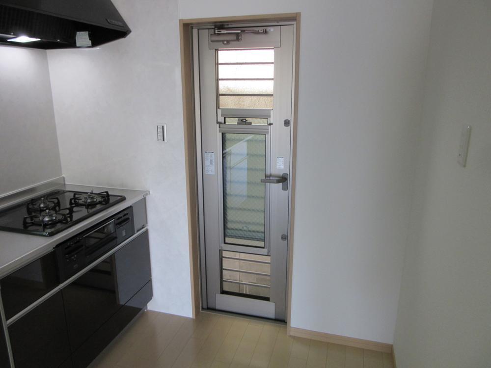 キッチン横の通風ドア。<BR>風通しがスムーズにできます!<BR>室内(2016年12月)撮影