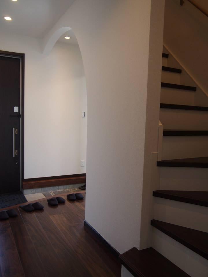 玄関は、土間で和室と繋がっているので、畳に腰掛ながら来客と応対できます。気軽なおもてなしに思わず会話も弾みます。
