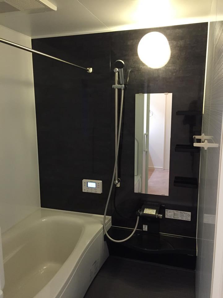 パナソニック製ココチーノ。広い浴槽で毎日の疲れをとってください。<BR>また、浴室暖房乾燥機を装備しているので、雨の日の洗濯物も安心!