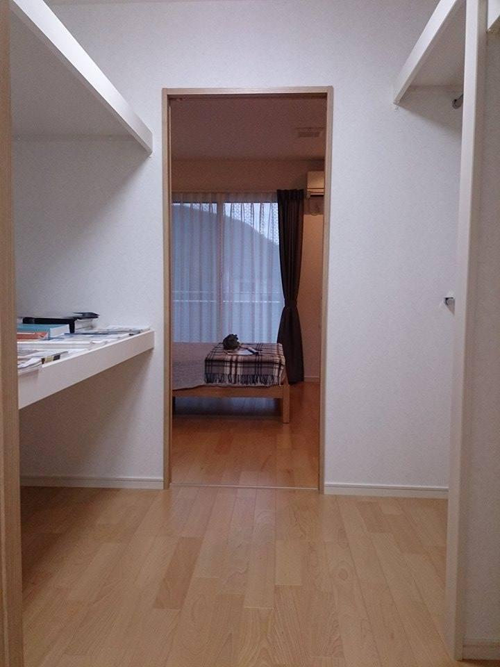 ウォークインクローゼット<BR>3.6帖のウォークインクローゼットは収納力抜群で寝室と書斎の2方向から出入りが出来ます。
