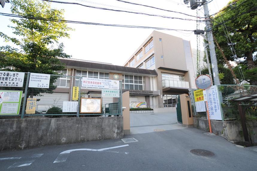 和泉市立北松尾小学校まで154m