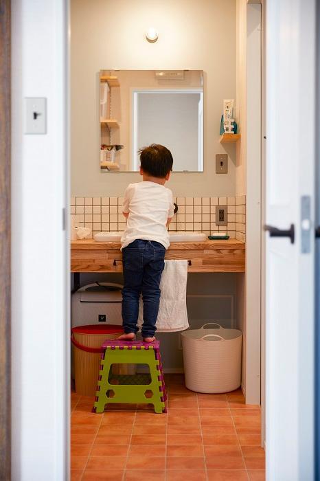 【弊社施工例】木の素材が雰囲気を醸し出しタイルをしきつめたオリジナル洗面台は、毎日使うからこそ可愛くしたい!細かなところも打合せさせて頂きますのでご安心下さい♪