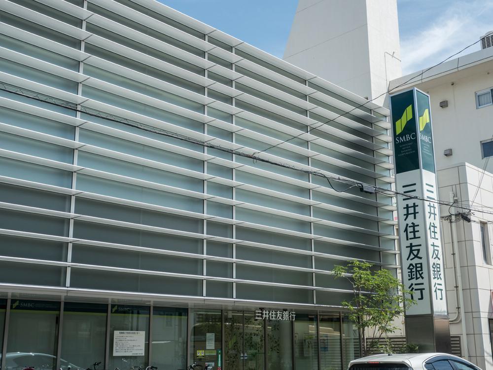 三井住友銀行夙川支店まで860m 。夙川駅の北側にある三井住友銀行。駅周辺には三菱東京UFJ銀行(約880m)もあり、預金の出し入れも気軽に行えます
