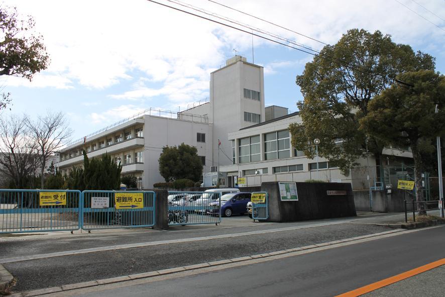 豊川南小学校まで80m