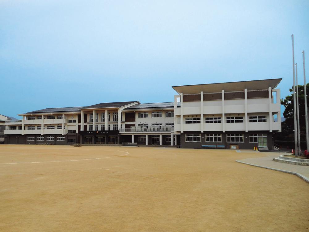 山崎小学校まで1280m