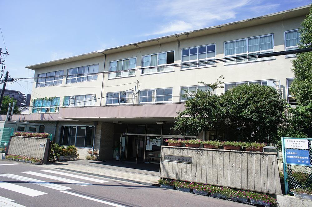貝塚市立第二中学校まで1535m