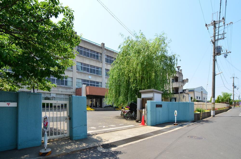 貝塚市立東小学校まで1176m 遠すぎない距離は小さなお子様の通学も安心です。