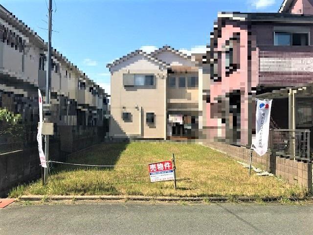 【現地土地写真】<BR>JR片町線「下狛」駅まで徒歩5分、近鉄「狛田」駅まで徒歩6分。約6.0mの道路に面した、南向きの整形地です。