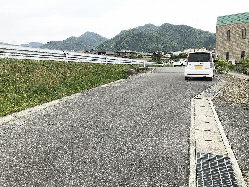 前面道路は幅員5.3mあります!
