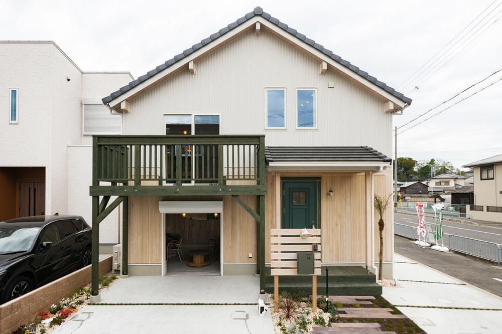 ガレージ&地下室のあるスキップフロアの家。岸和田市池尻町モデルハウス(BinO~ALLen~)