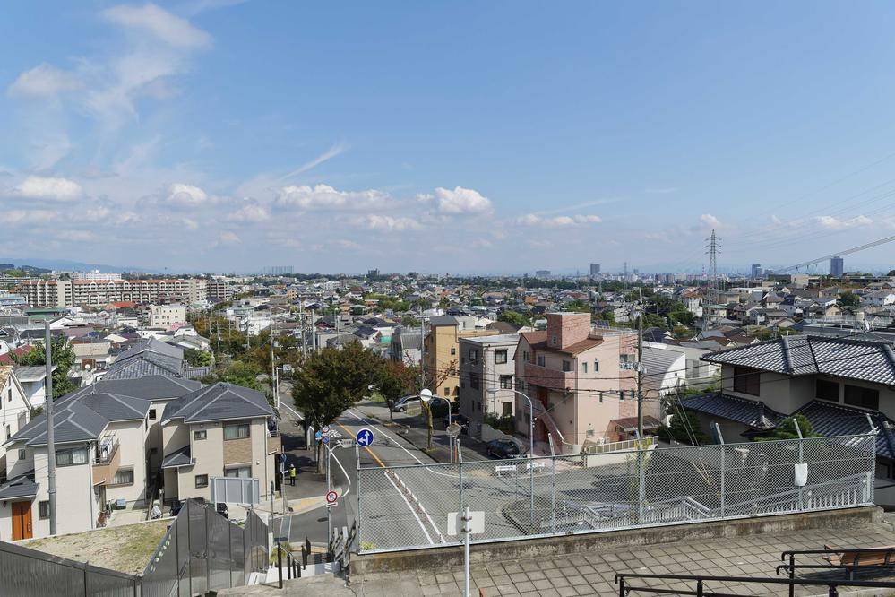 眺望 【北夙川通り】 お洒落な住宅や商業施設があり、バランスよく整った街並みは、独特の上品さがあります。
