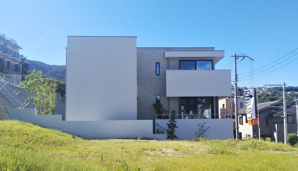 モデルハウス<BR>デザイナーが描くファサードはひと味違います。新阪神間モダニズム。