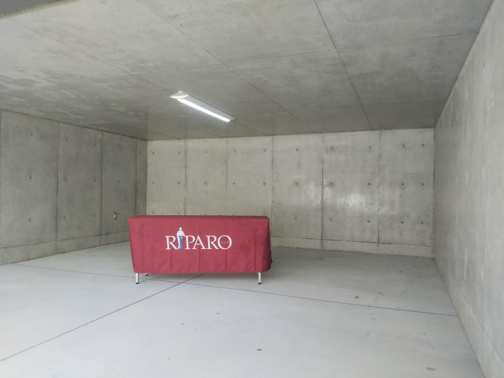 ガレージ内部。W=5.3m。コンセントや照明もあり、人それぞれのガレージライフを過ごしていただけます。