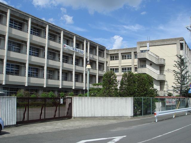 長岡京市立長岡第三中学校まで1521m