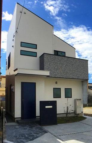 施工例<BR>モダンチックなエクステリアです。<BR>シンプルな配色の外壁ですね♪
