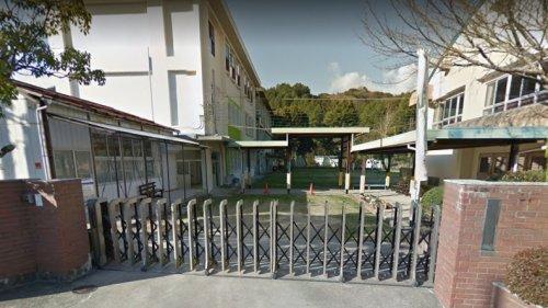 南野上小学校まで43m