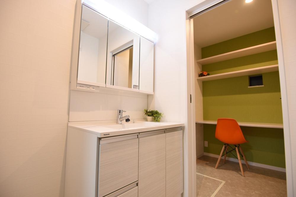 玄関から洗面室、洗面室からパントリーまでの生活動線も考えたモデルハウスです。